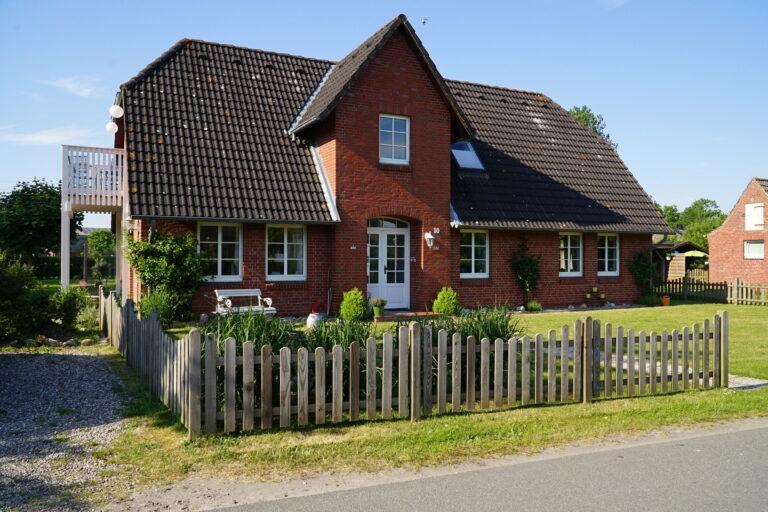 Haus von vorne 768x512