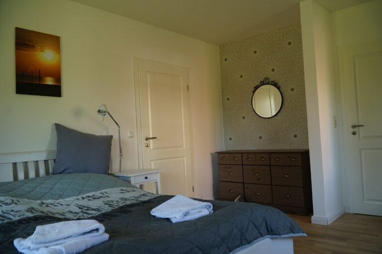 Schlafzimmer mit Kommode 768x512